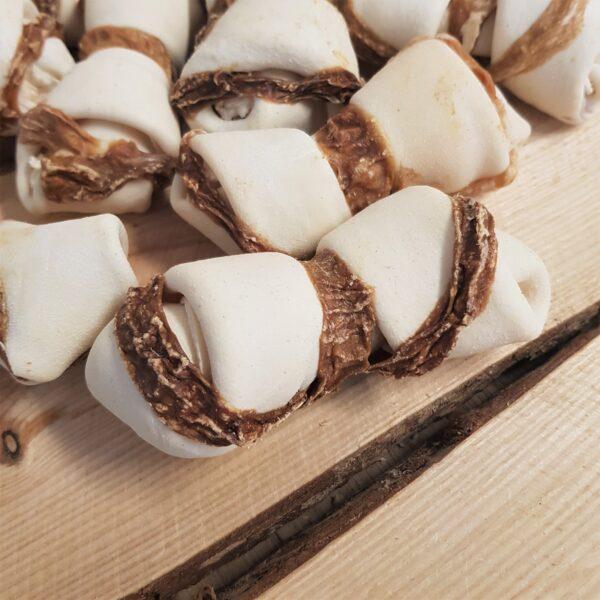 Handgeknoopt runderhuid bot omwikkeld met uier 11,5 cm