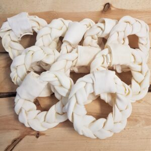 Handgevlochten runderhuid donut 14 cm